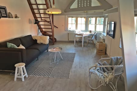 Mooie lichte sfeervolle suite - Den Burg - Byt