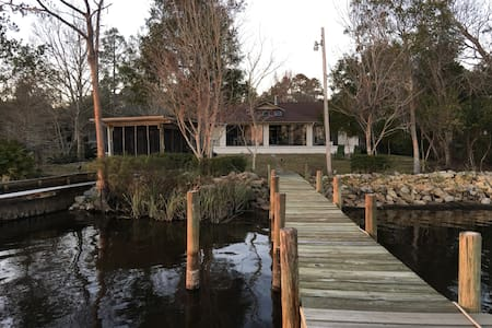Waterfront Home in West Pensacola, Florida - Dom
