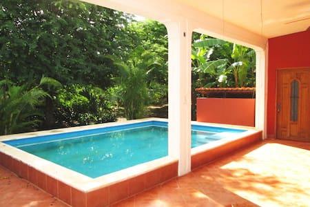 7 Bdrm Paradise at Villa Buenaflor - Vila