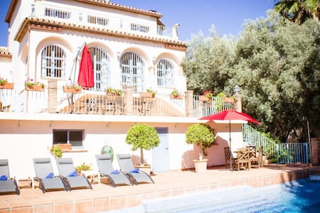 6 bed villa with seaviews and large private pool - Estepona