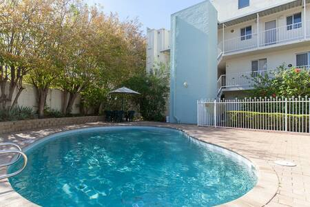 Luxury Perth City Apartment & Pool