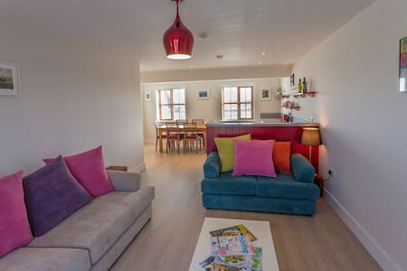 Luxury Garryvoe Lighthouse with Sea View - Ladysbridge - Radhus