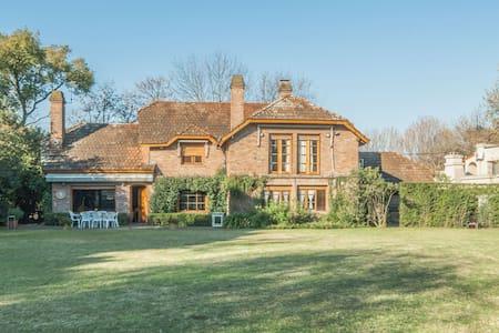 Casa Señorial, gran jardín y piscina - House