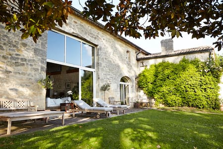 Authentic stone house in the vineyards - Hus