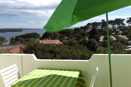 Blue room with sea view (100 m beach, 1.5 km town) - Banjol - House