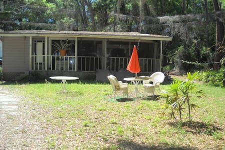 Waterfront 1/1 cottage, A Bit Of Paradise - Titusville - Kisház