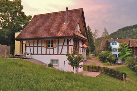 zauberhaftes kleines Bauernhaus mit schönem Blick - Baar - Rumah