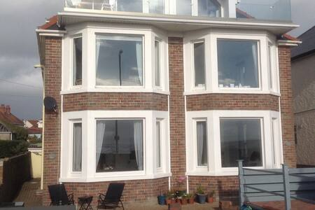 'Morfran', stunning sea front 3 bedroom apartment - Porthcawl