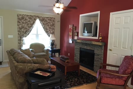 Dog Friendly Lake Cottage - Taylorsville - House