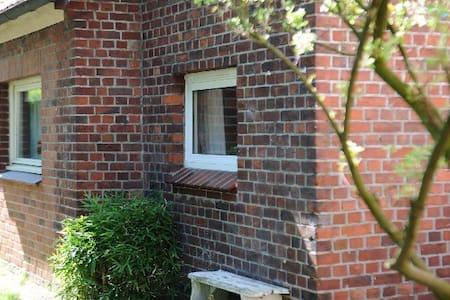 Kleines Gästehaus im Grünen - Hamburg - House