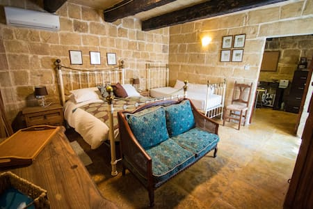 The Burrow Guest House - Bed & Breakfast