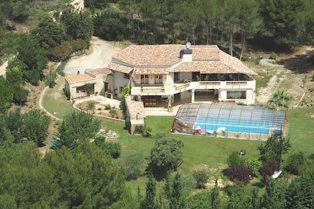 Chambre avec terrasses-piscine - Lambesc - Bed & Breakfast