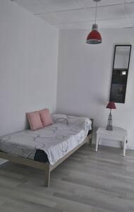 Appartement dans village typique du Sud - Adissan - Apartment