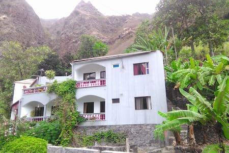 Sopé de Montanha / Chez Orlando Freitas - Appartement