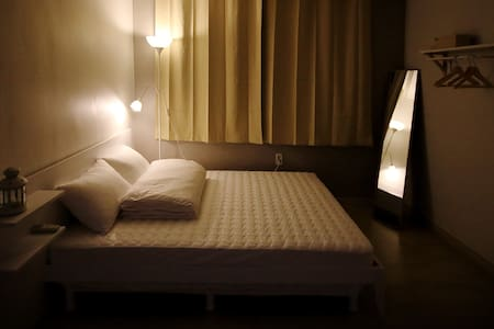 Flat Guest House : Double Room (Queen Bed) - Pensione