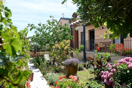 B&B da Mimi a Castelnuovo (SP), tra collina e mare - Bed & Breakfast