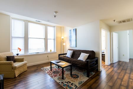 Stylish 2 bedroom! Walk to Beale! - Appartement