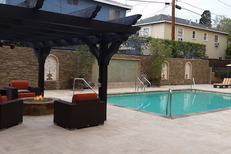 UNFURNISHED Bedroom Available in 3BR Apartment - Burbank - Apartment