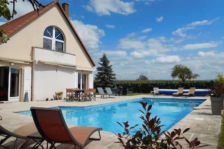 Villa et piscine près de Strasbourg - Haus