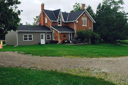 1880 Farmhouse - Erin