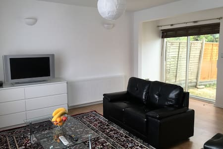 PERFECT HOME in the Heart of Borehamwood - Borehamwood - Bed & Breakfast