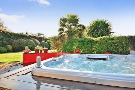 Very high standard country home 4 Bedroom Jacuzzi - Farningham - Huis