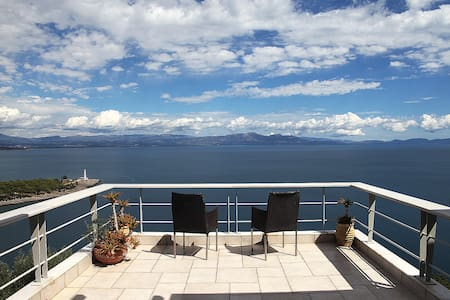 villa with panoramic sea view...... - Talo