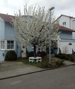 Tolle Ferienwohnung im blauen Haus - Pis