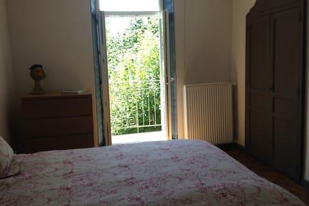 Jolie chambre privée près de Millau, côté Tarn - Guesthouse