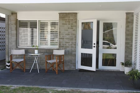 Our studio apartment is connected to our house but completely separate with it's very own entry and facilities. Two blocks back from Maroochydore Beach, this apartment has just been renovated and is in fresh, new condition.
