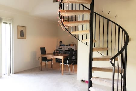 Loft Space in Cozy Aprt. Near IU, Food and Mall - Lejlighed