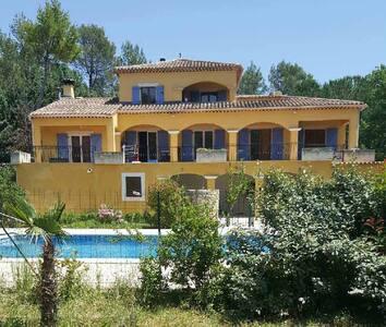 Mas provençal avec piscine - Appartement