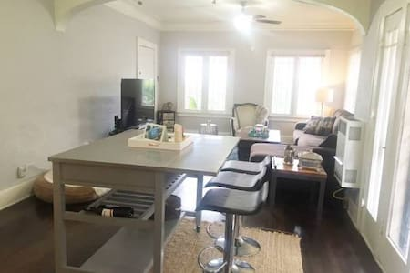 Fully Furnished House in Hollywood - Los Angeles - House