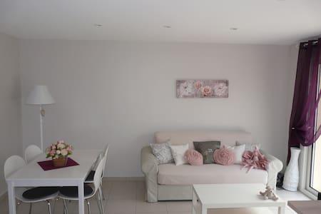 Charmant logement au calme proche Futuroscope, CHU - Mignaloux-Beauvoir - Haus
