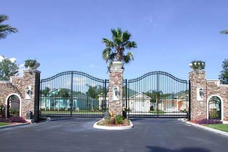 Gated community 2 masters pool wifi - Villa