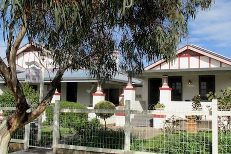 Maison Magnolia B&B - Parkes NSW - Bed & Breakfast