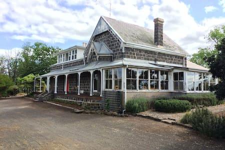 1860s Bluestone Country House - Casa