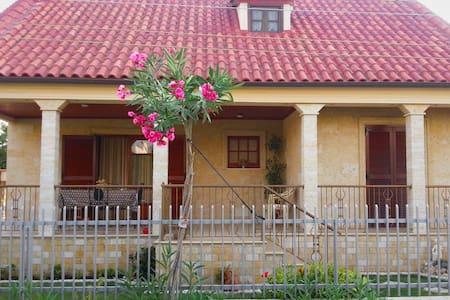 KINETA HOME - House