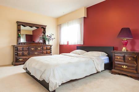 Big Private Room and Washroom -Steveston Village - Haus