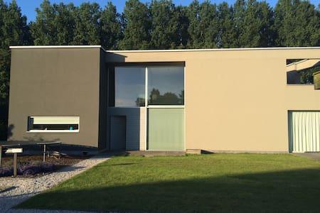 A quiet mansion, close to everything - Lochristi - Willa