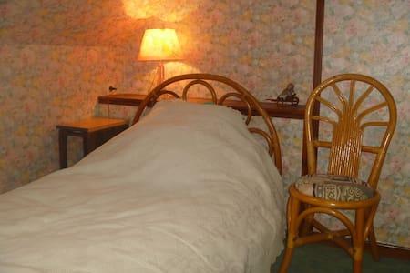 La Chambre Bleue dans ma Maison avec Jardin - Mondoubleau