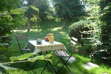 Le style cottage à 1,5 km du Chambon-sur-Lignon - Condominium