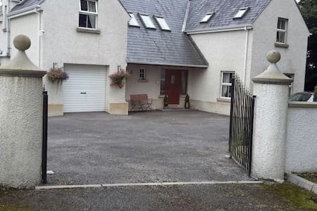 Ensuite double room in an Irvinestown family house - Irvinestown