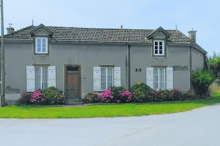 Maison ancienne en Argonne - Haus