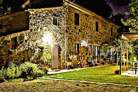 1861 Stone Farmhouse in Tuscany - Marliana - Bed & Breakfast