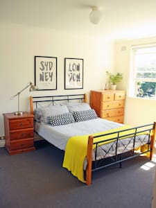 Large light room in Elizabeth Bay! - Wohnung
