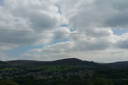 Great views 2 mins from Station - Mossley - Casa