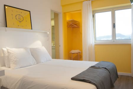 Yellow Room - City View (Double/Twin) - Ponta Delgada - Bed & Breakfast