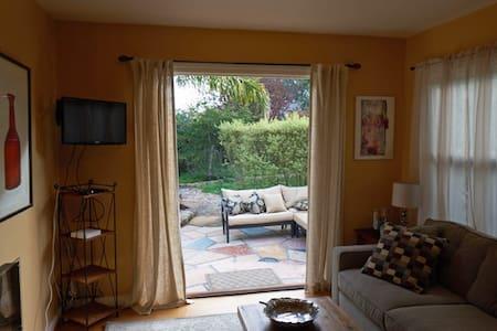 Cozy, quiet two bedroom cottage  in Petaluma - Petaluma - Haus