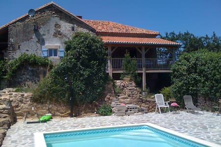Faugeraulas bij Thiviers, Dordogne, max 8 personen - House